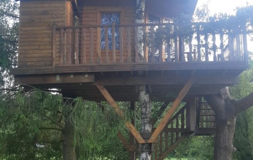 Location de vacances - Maison - Villa à Tessy-Bocage - La cabane est accessible par une allée gravillonnée.