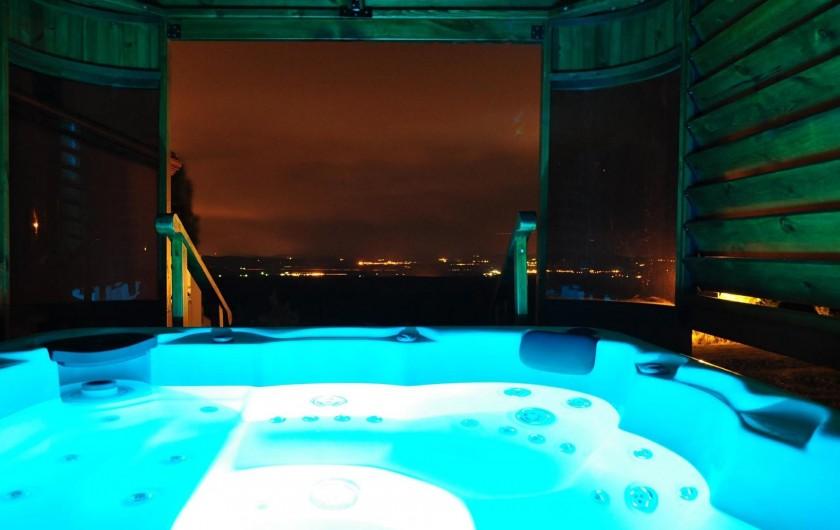 Location de vacances - Chambre d'hôtes à Saissac - SPA en soirée pour observer les étoiles