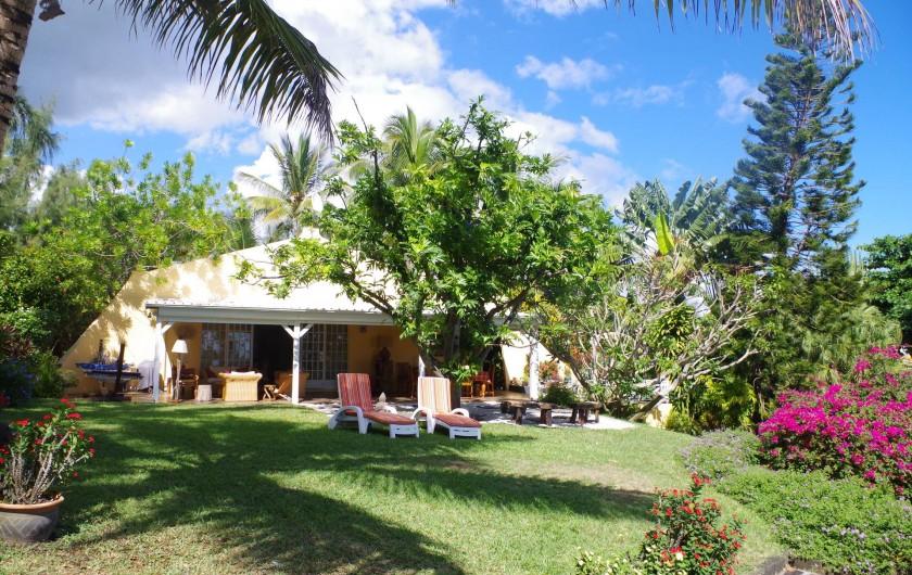 Location de vacances - Villa à Pereybere - La villa et son beau jardin