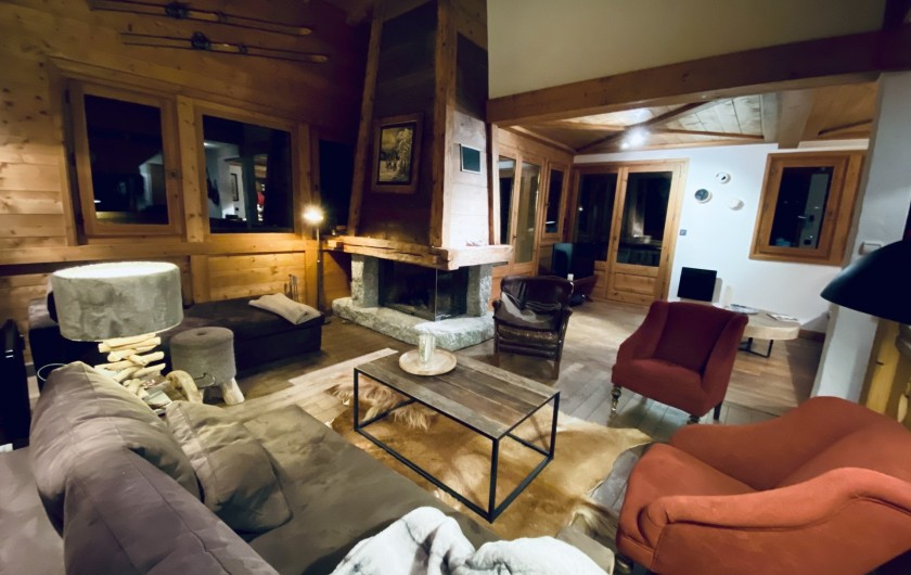 Location de vacances - Chalet à Megève - Double salon chaleureux avec sa cheminée