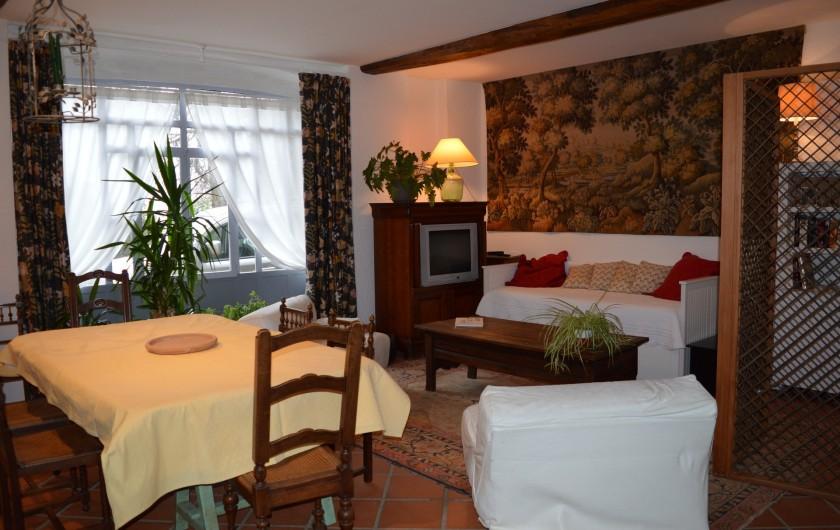 Location de vacances - Appartement à Trézioux - salle à manger, salon