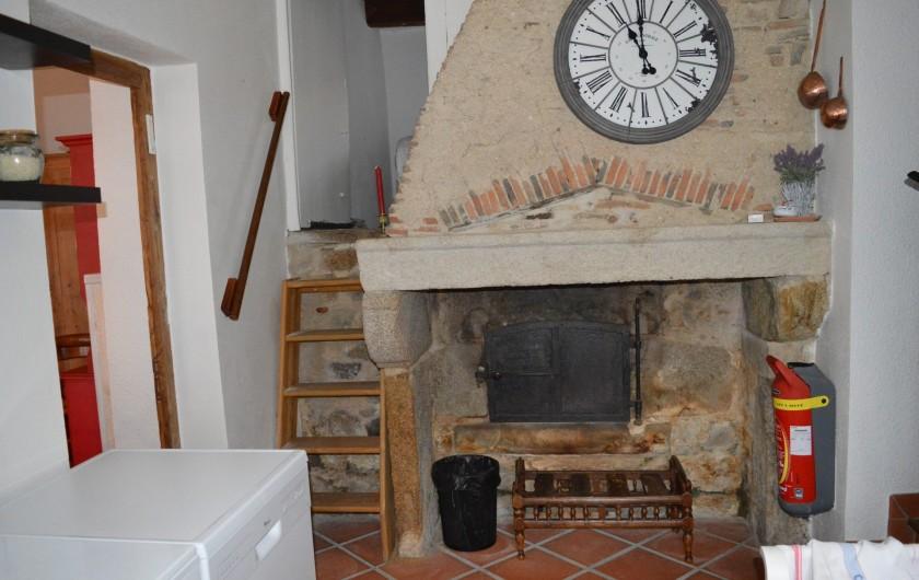Location de vacances - Appartement à Trézioux - escalier menant à la petite chambre avec 1 lit simple