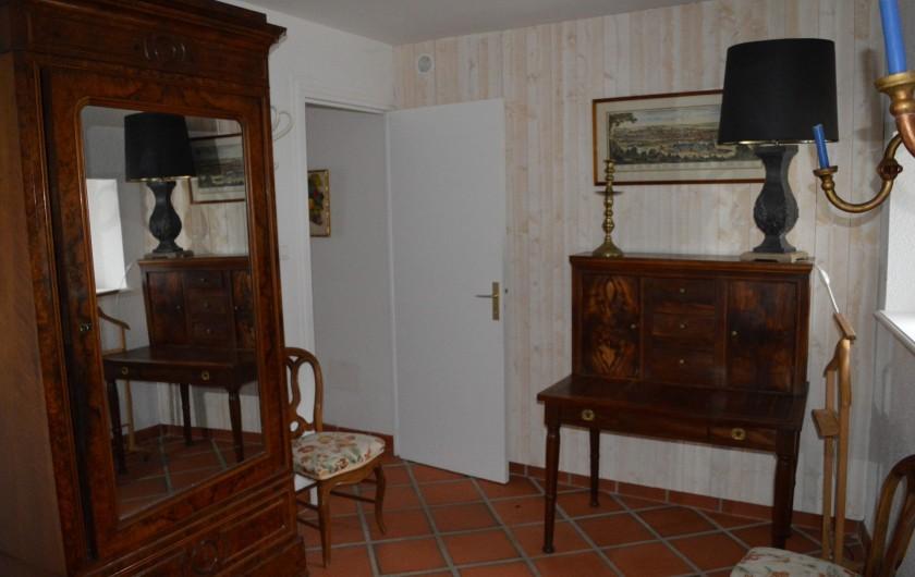 Location de vacances - Appartement à Trézioux - autre vue chambre n°2
