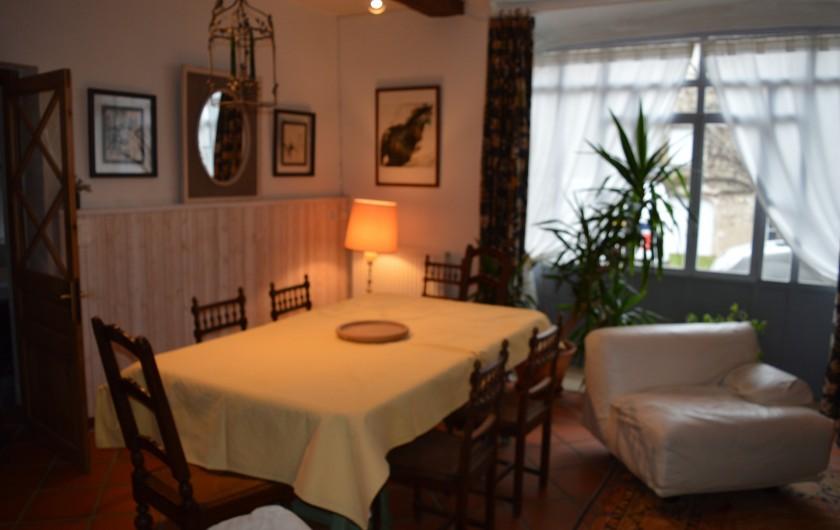 Location de vacances - Appartement à Trézioux - salle à manger