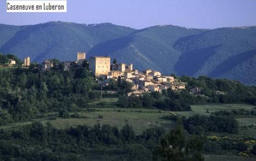 Location de vacances - Villa à Apt - Village de Caseneuve avec vue sur le Grand Luberon