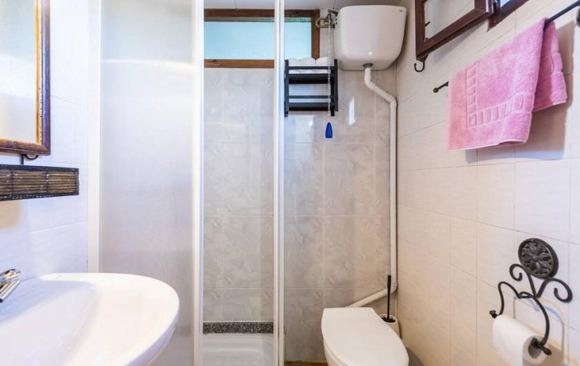 Location de vacances - Chalet à Les Cases d'Alcanar - Chambre 1 salle de bain