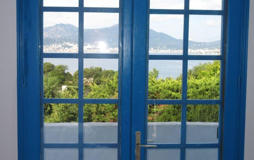 Location de vacances - Villa à Porticcio - Vue sur mer de la chambre 1 (idem pour chambre 2)