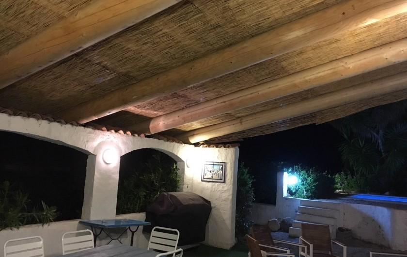 Location de vacances - Villa à Porticcio - Terrasse de 32m² couverte de canisses et étanche