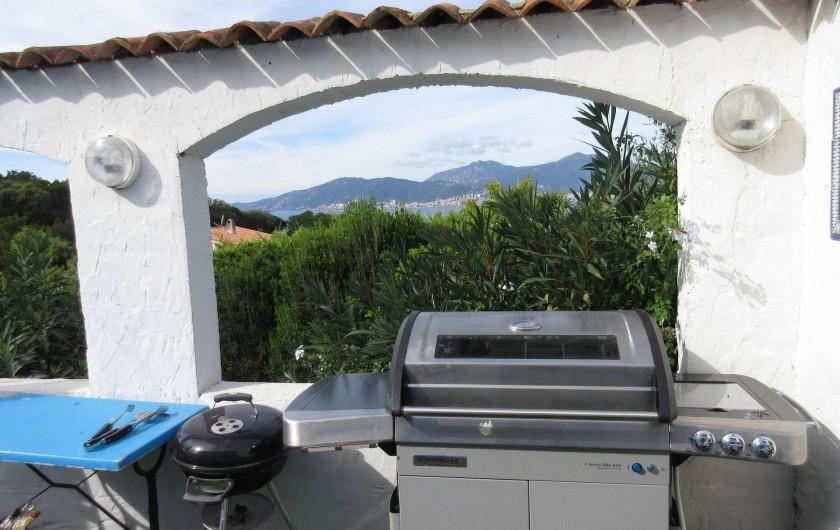Location de vacances - Villa à Porticcio - 2 BBQ : gaz + weber charbon de bois