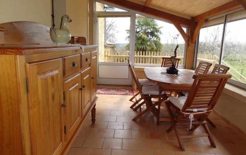 Location de vacances - Gîte à Saint-Avit-Sénieur - Terrasse couverte et fermée