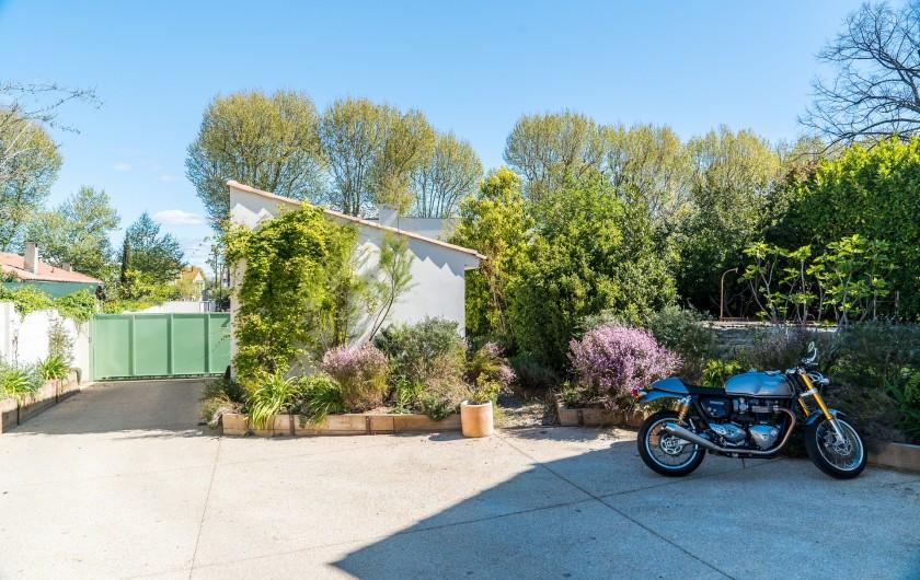 Location de vacances - Mas à Montpellier - Parking pouvant accueillir 4 véhicules