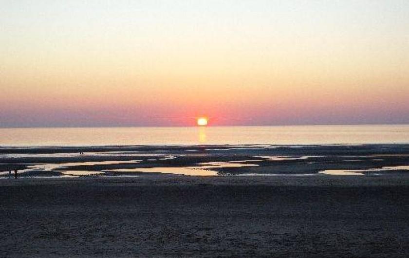 Location de vacances - Maison - Villa à Fort-Mahon-Plage - Plage le soir avec couché de soleil en mer