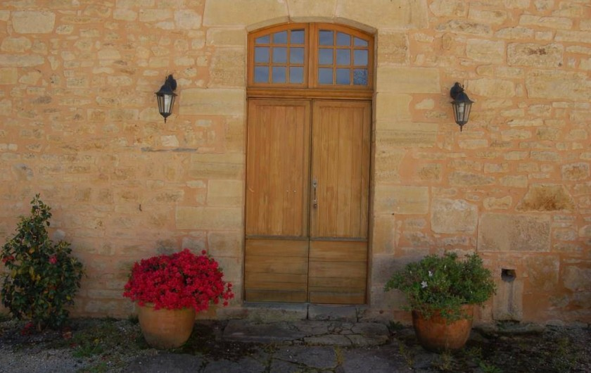 Location de vacances - Gîte à Saint-Médard-d'Excideuil - Entrée coté cours La Girouette