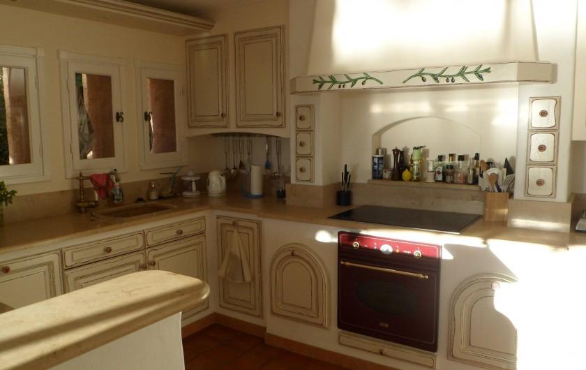 Location de vacances - Villa à Cavalaire-sur-Mer - Rez : cuisine