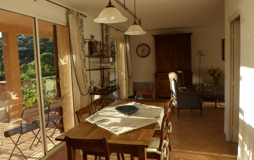 Location de vacances - Villa à Cavalaire-sur-Mer - 1er : salle à manger