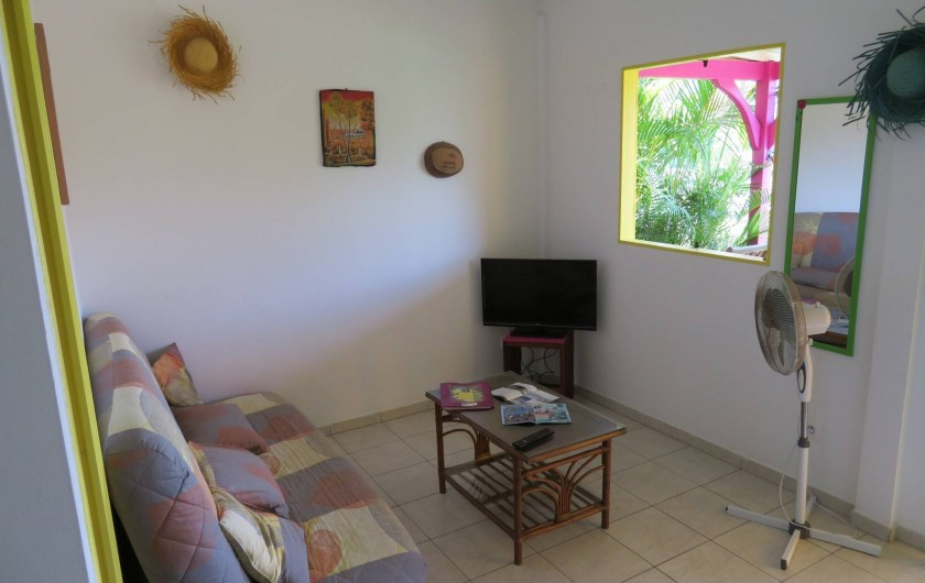 """Location de vacances - Gîte à Le Moule - Grand Salon TV bungalow dit """"les Saintes"""""""