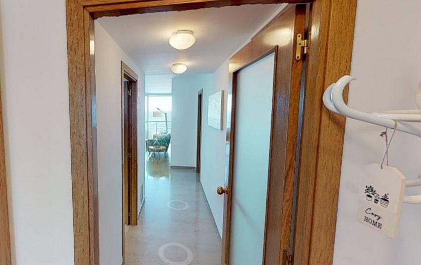 Location de vacances - Appartement à Sant Antoni de Calonge - vue du couloir