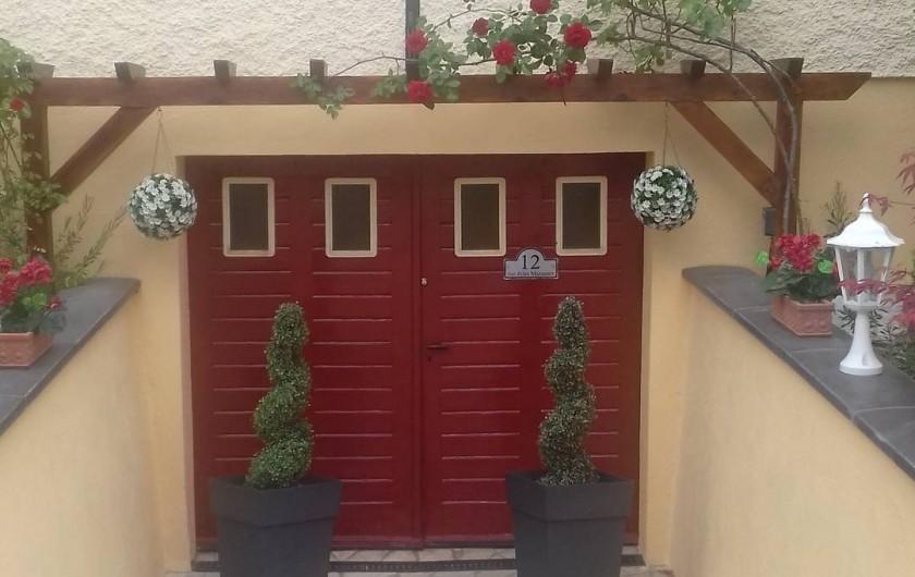 Location de vacances - Appartement à Colmar - Douche spacieuse et moderne