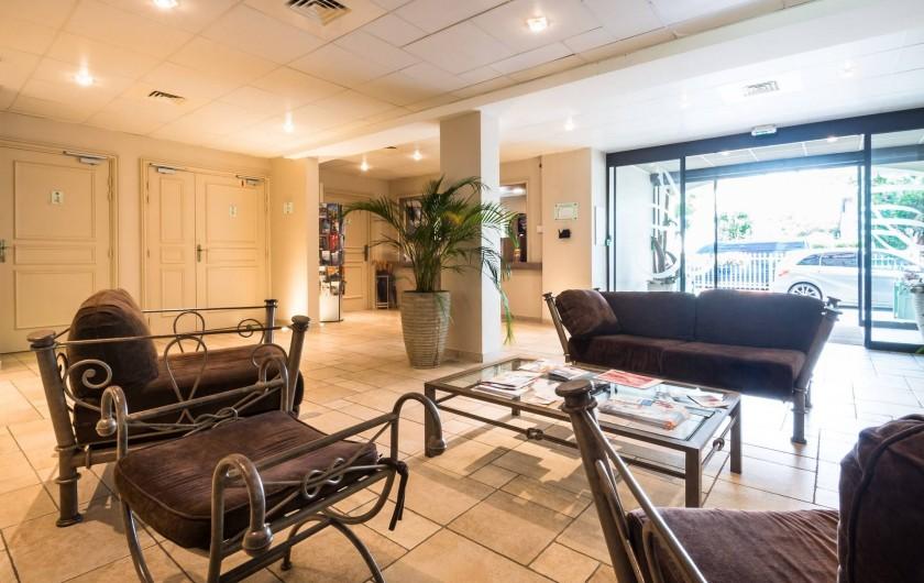 Location de vacances - Hôtel - Auberge à Deauville - Entrée de la résidence