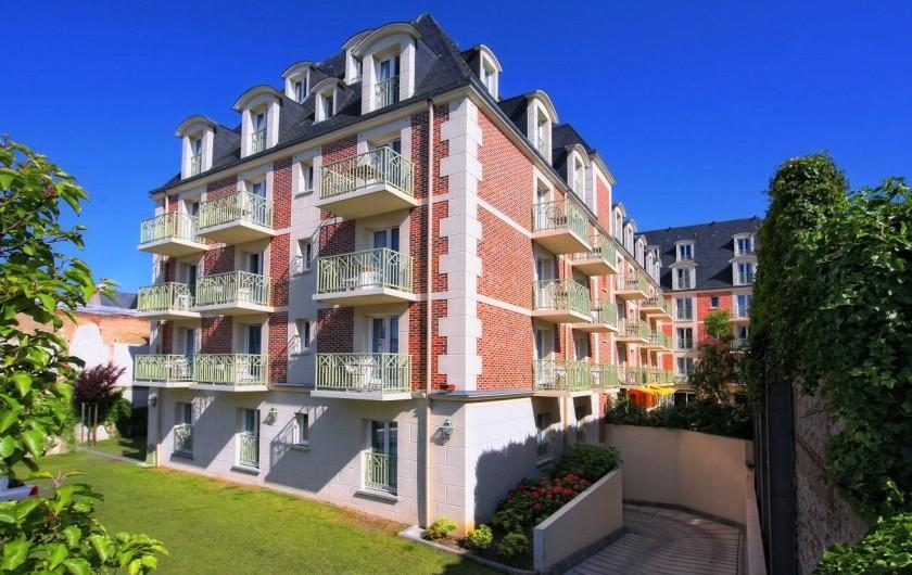 Location de vacances - Hôtel - Auberge à Deauville - Bâtiment Vue Arrière