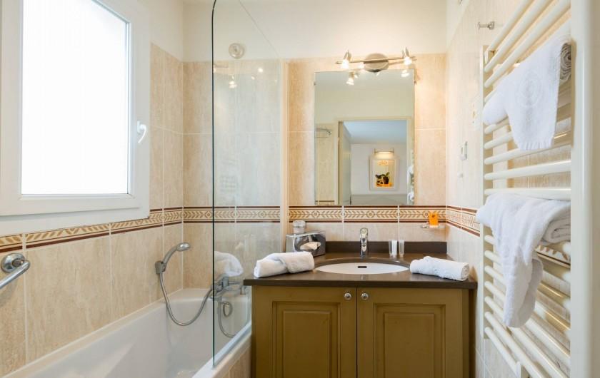 Location de vacances - Hôtel - Auberge à Deauville - Salle de bain Appartement Confort