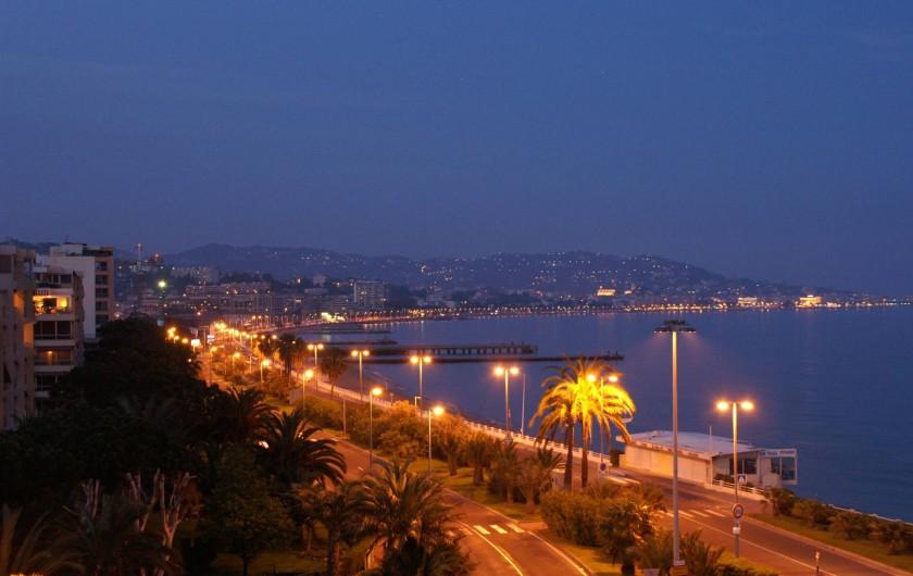 Location de vacances - Studio à Cannes la Bocca - spectacle de nuit et feux d artifice vue de la terrasse