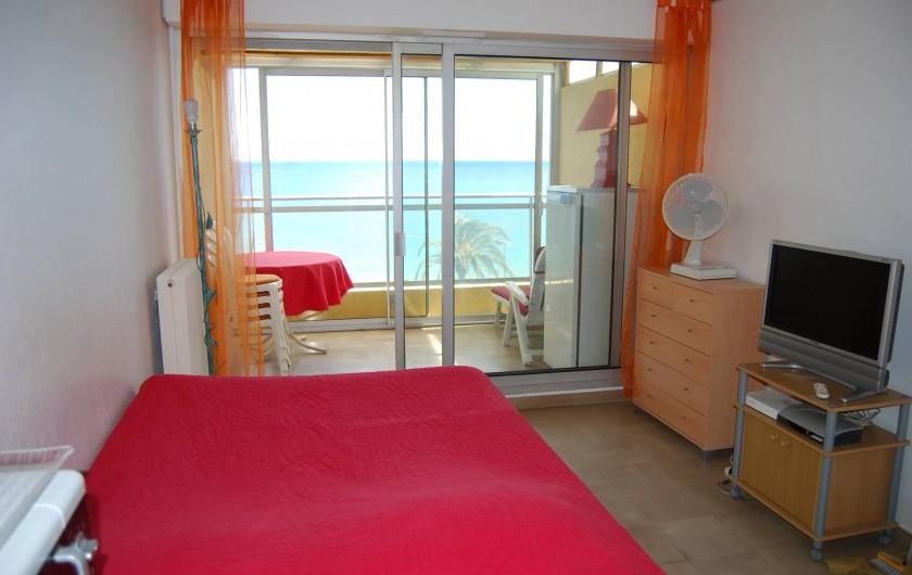 Location de vacances - Studio à Cannes la Bocca - studio et terrasse