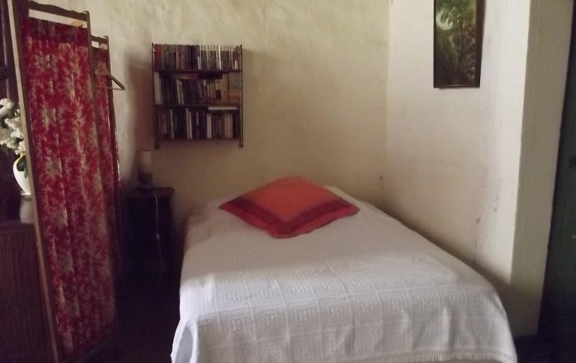 Location de vacances - Gîte à Aumessas - Le coin lit dans la grande pièce