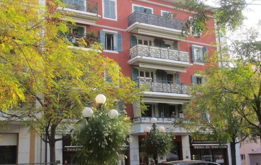 Location de vacances - Appartement à Cagnes-sur-Mer - Vue Immeuble