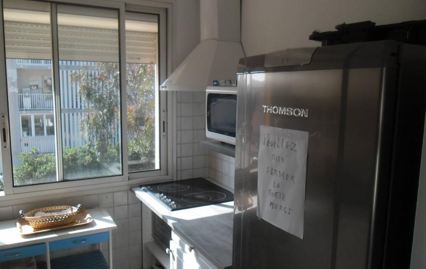 Location de vacances - Appartement à Six-Fours-les-Plages - PLAQUE DE CUISSON MICRO ONDE REFRIGERATEUR CONGELATEUR