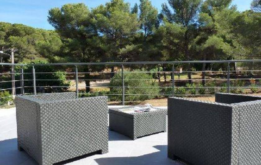 Villa cap dramont agay dans le var en bord de mer avec for Camping dans le var bord de mer avec piscine