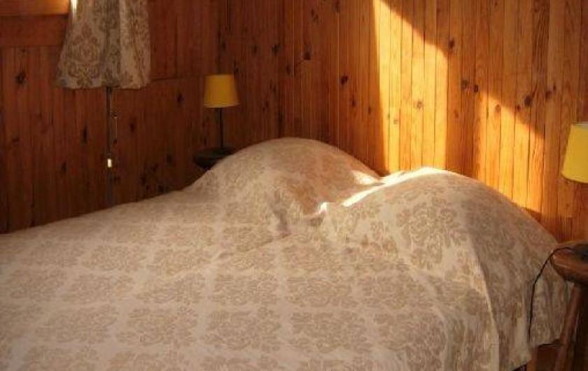 Location de vacances - Chalet à Les Gets - CHAMBRE COUPLE - 2ème étage -  2 lits accolables 80*200  -  Couvertures