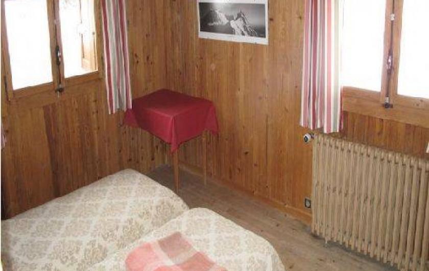 Location de vacances - Chalet à Les Gets - CHAMBRE COUPLE - 2ème étage - 2 lits accolables 90*190  -  Couvertures