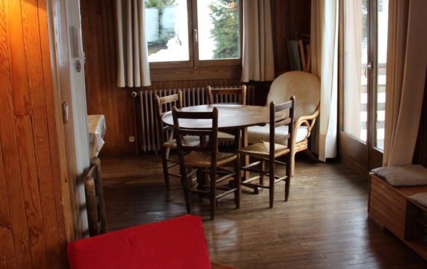 Location de vacances - Chalet à Les Gets - JONCTION ENTRE SALON ET SALLE À MANGER