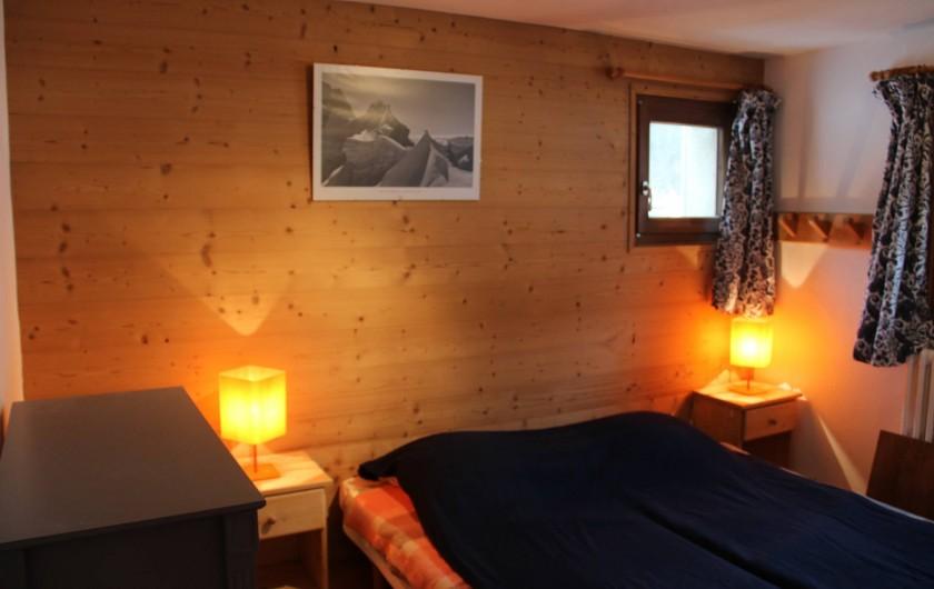 Location de vacances - Chalet à Les Gets - CHAMBRE 2 LITS - Rez-de-chaussée -  2 lits accolables 80*190  - couvertures