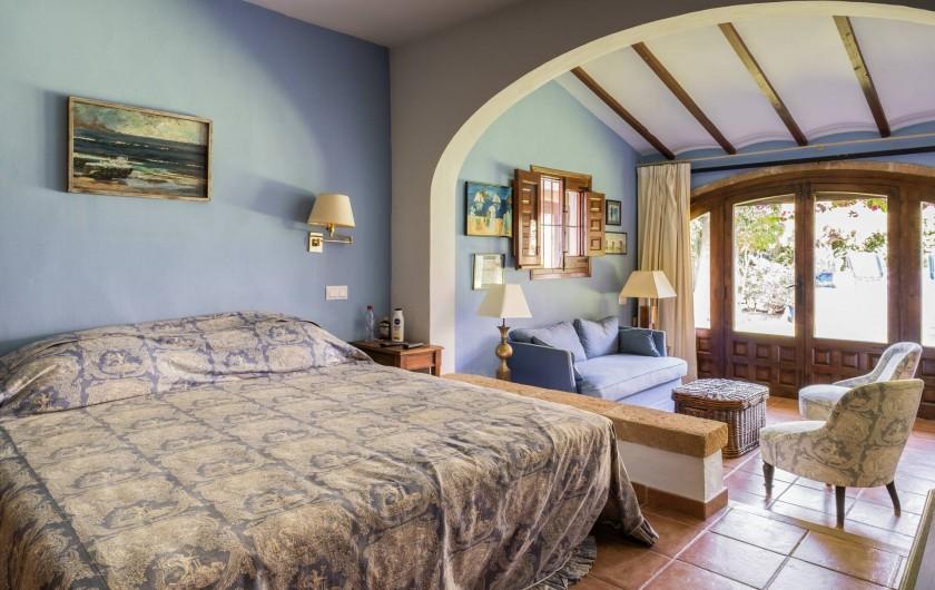 Location de vacances - Villa à Xàbia - CHAMBRE KING SIZE AVEC COIN SALON