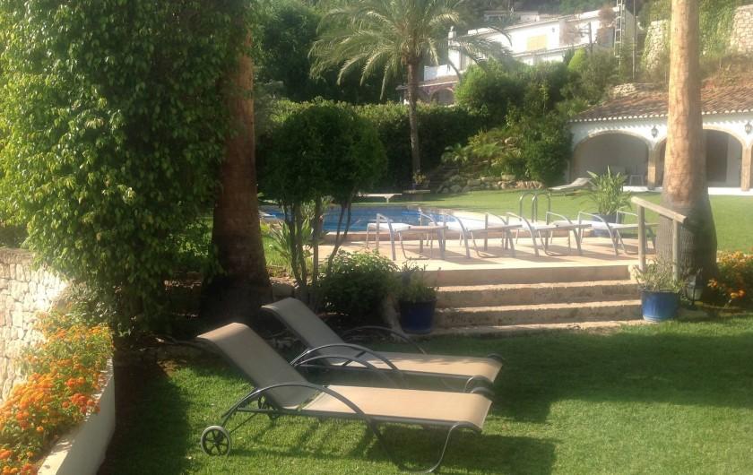 Location de vacances - Villa à Xàbia - JARDIN  COTE PISCINE