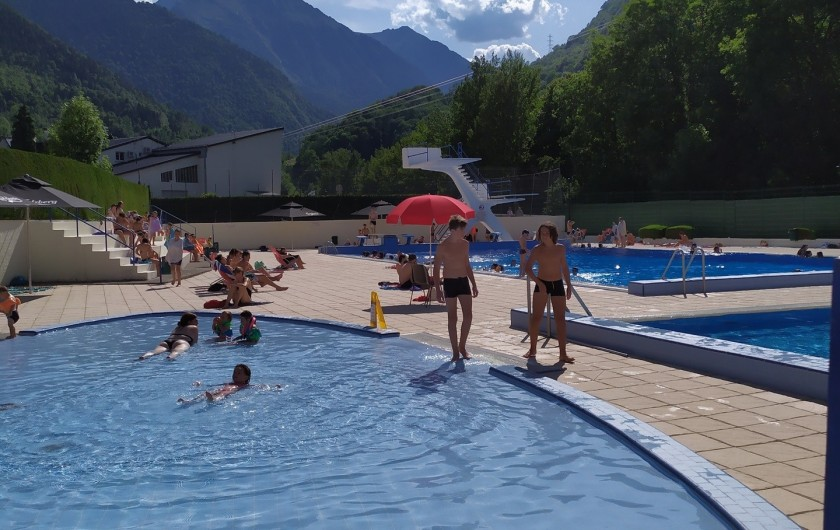 Location de vacances - Studio à Saint-Lary-Soulan - piscine municipale à 200m au milieu de la montagne, plongeoir 5m