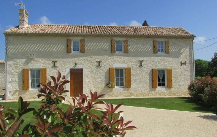 Location de vacances - Villa à Riocaud - Façade ensoleillée