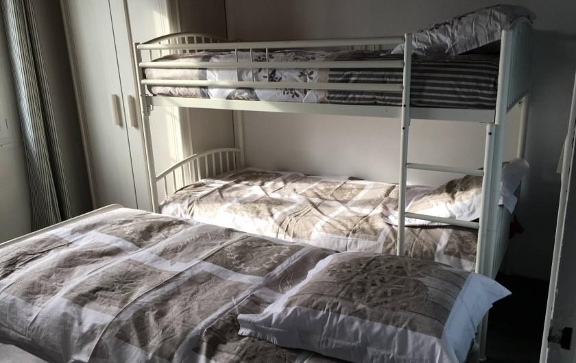 Location de vacances - Appartement à Barbâtre - Chambre côté mer avec le lit gigogne déplié