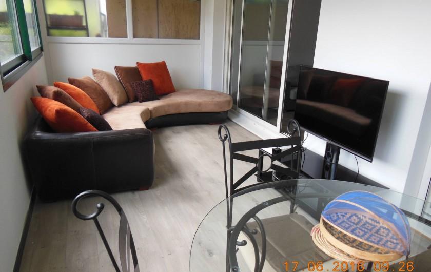 Location de vacances - Appartement à Bidart - Coté repos , T.V. (terrasse)