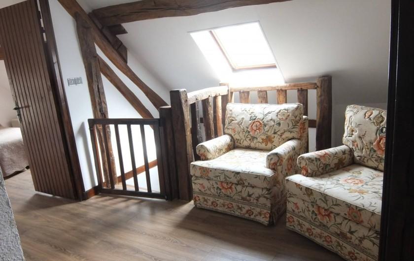 Location de vacances - Gîte à Souesmes - coin repos à l'étage canapé 2 places + 2 fauteuils