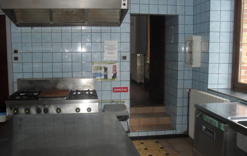 Location de vacances - Gîte à Anor - Cuisine professionnel : chambre froide , piano , lave-vaisselle , congélateur .