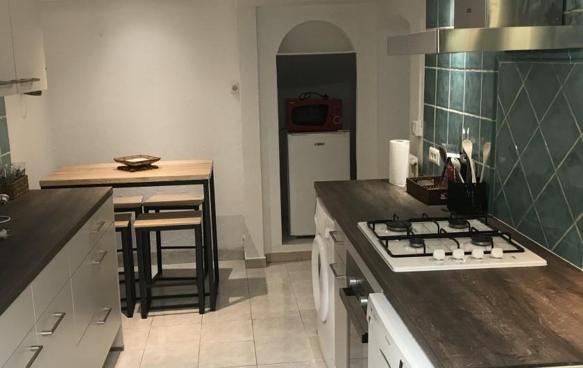 Location de vacances - Appartement à Antibes - une autre vue de  la cuisine