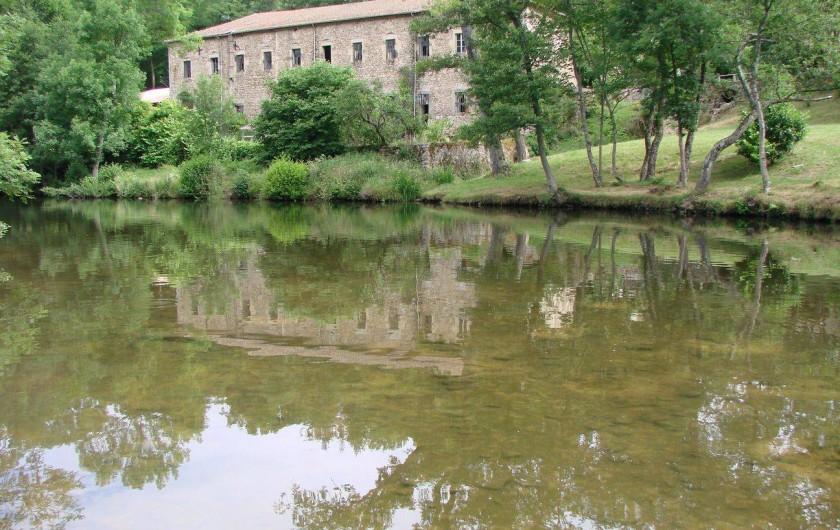 Location de vacances - Gîte à Vernoux-en-Vivarais - Le moulinage, la rivière et les berges privés