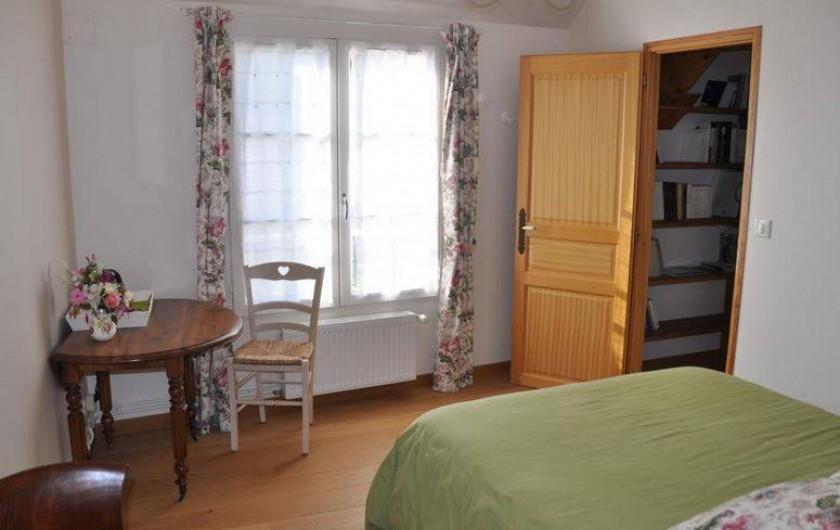Location de vacances - Chambre d'hôtes à Saint-Loup-de-Naud - Autre vue de la chambre