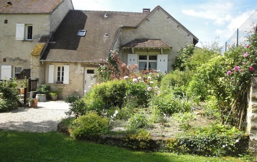 Location de vacances - Chambre d'hôtes à Saint-Loup-de-Naud - Massif à l'arrière de la maison