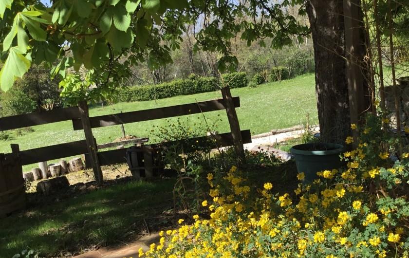 Location de vacances - Gîte à Lendou-en-Quercy - Vue de la terrasse au rdc