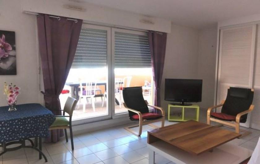 Location de vacances - Appartement à Cavalaire-sur-Mer - Séjour vers Sud