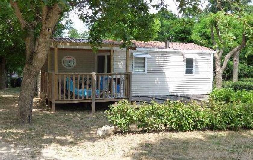 """Location de vacances - Camping à Salavas - Mobil home """"classique"""" 4 personnes climatisé"""